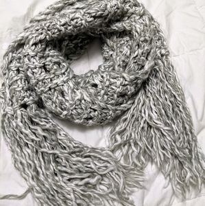 AE chucky knit scarf in grey and white